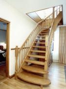 Двері і сходи з натуральної деревини